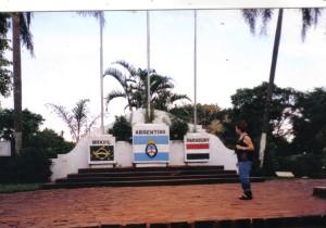 El Hito de las Tres Fronteras en Iguazú